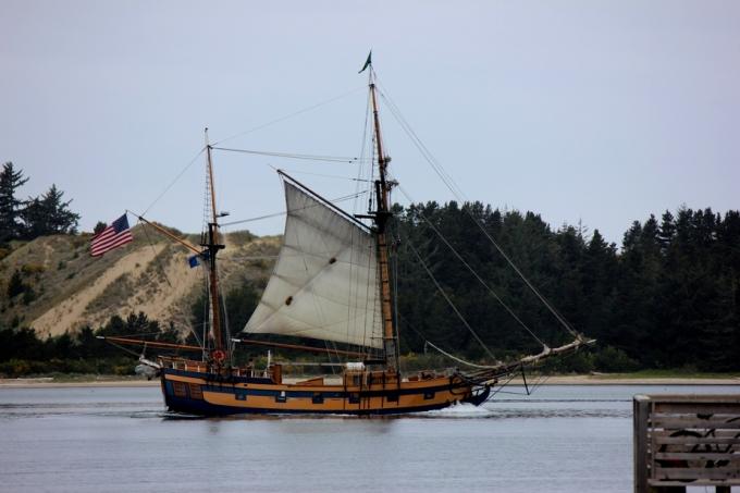 2016 05 Ship near dunes 2